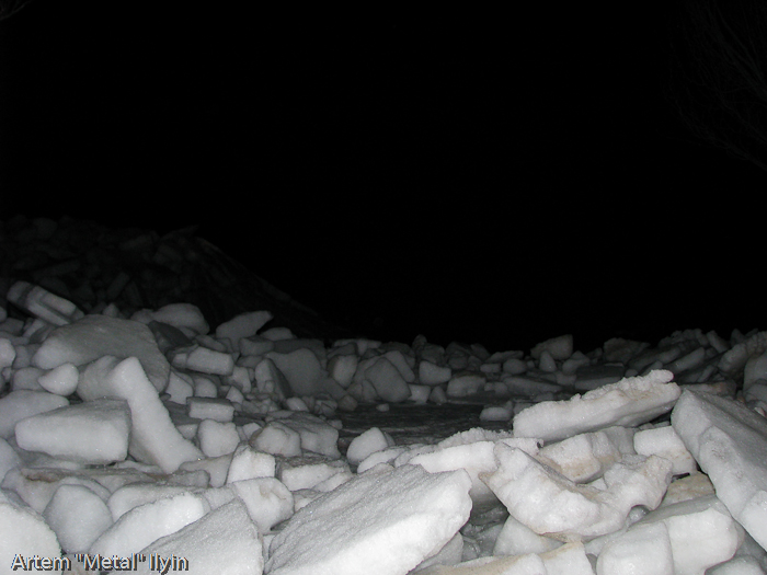 Весной лед с Азовского моря выходит на берег