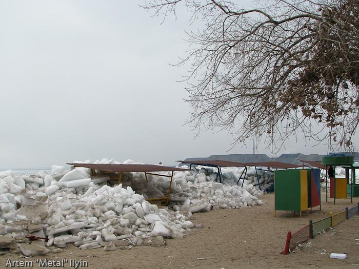 Высота ледовых торосов в Приазовье достигает нескольких метров