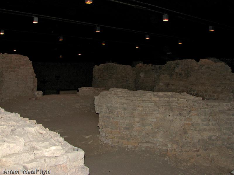 Фрагменты колонн церкви Иоанна Богослова в замке Любарта в Луцке