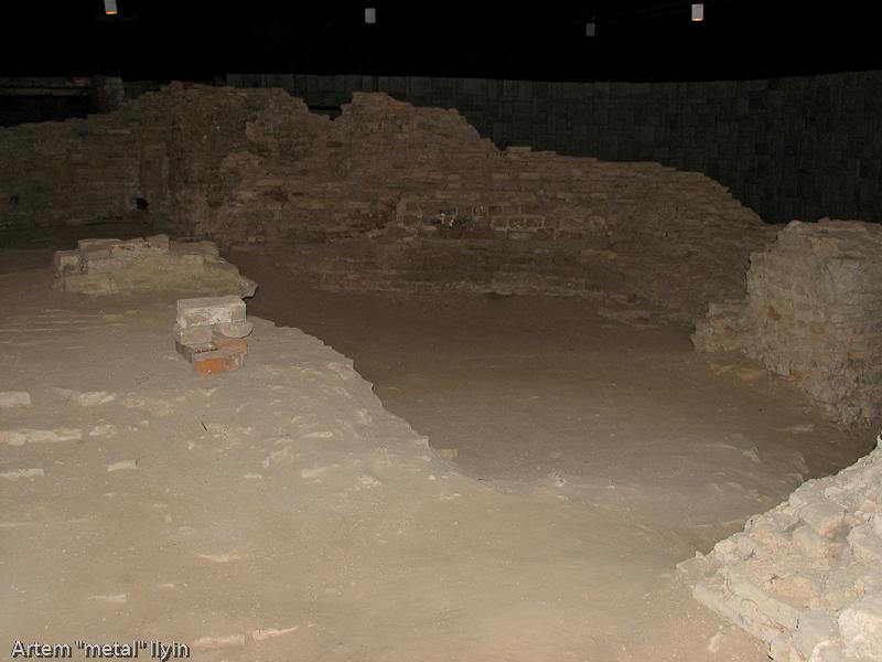 Руины церкви Иоанна Богослова в замке Любарта в Луцке вросли в землю