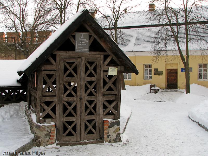 Вход в раскоп церкви Иоанна Богослова в замке Любарта в Луцке