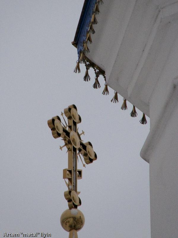 Декоративные колокольчики на обновленной крыше Свято-Покровского храма в селе Пиддубцы Волынской области около Луцка