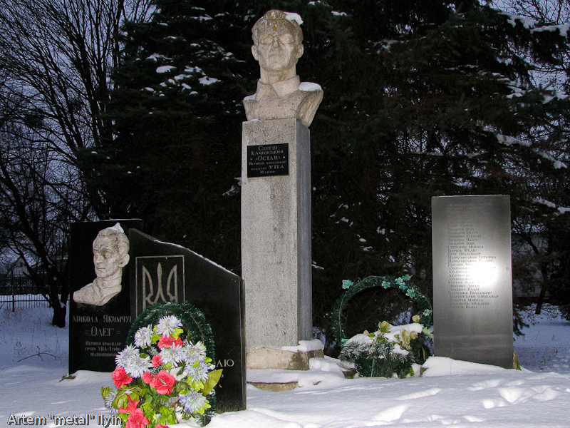 Памятник командирам УПА в селе Пиддубцы Волынской области около Луцка