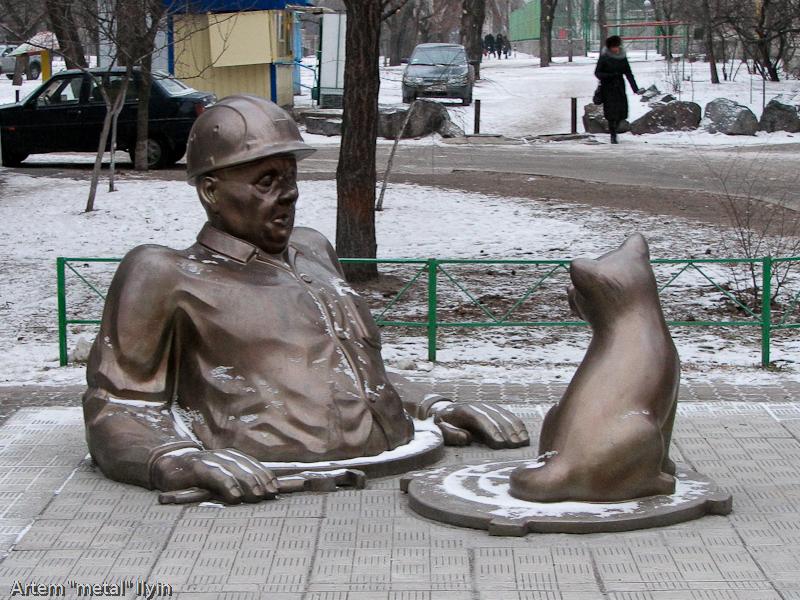 Памятник сантехнику, Комсомольск, Полтавская область