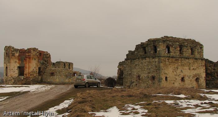 Центральный въезд в Пневский замок около Надвирной в Ивано-Франковской области