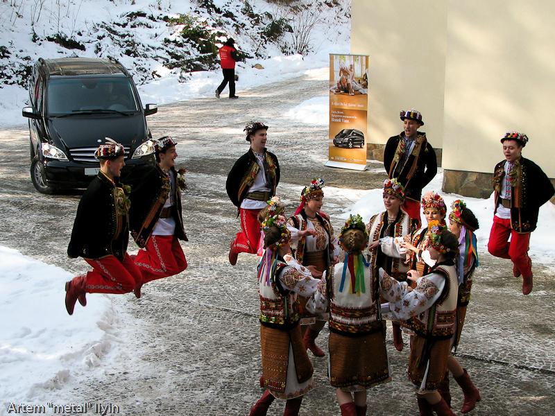 Буковель фестиваль полноприводных автомобилей гуцульские танцы Карпаты