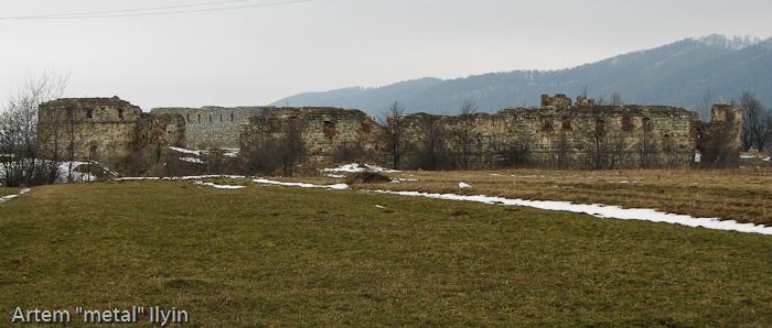 Руины Пневского замка около Надворной в Ивано-Франковской области