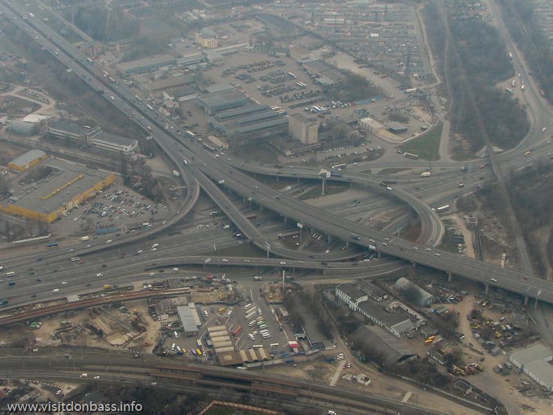 Полет над Киевом, Развязка на метро Выдубичи - Южный мост