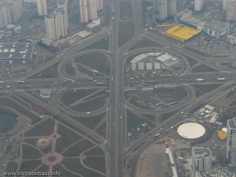 Полет над Киевом, Клеверная развязка на пересечении Бажана и Григоренко