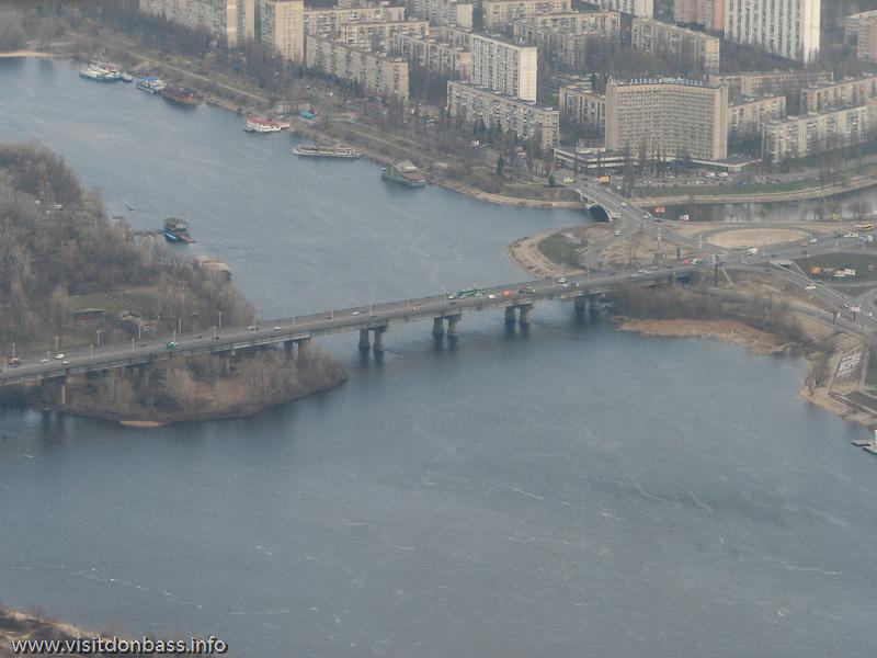 Полет над Киевом, Мост Патона и гостиница Славутич