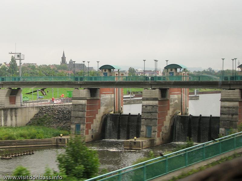 Шлюзы на реке Саар в Саарбрюккен, Германия