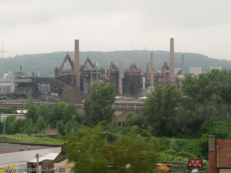 Доменные печи V?lklingen Ironworks - первого промышленного объекта в списке всемирного культурного наследия UNESCO Фелькинген, Германия