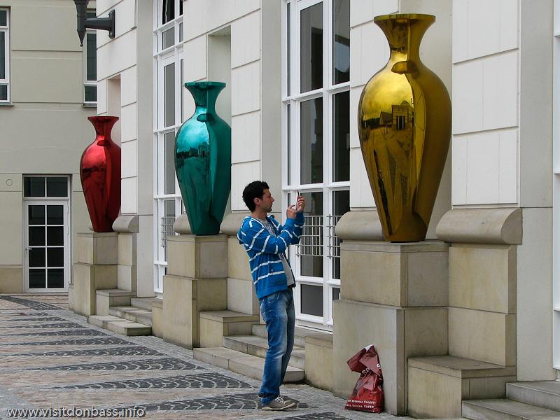 Зеркальные вазы в Cit? judiciaire в Люксембург-сити