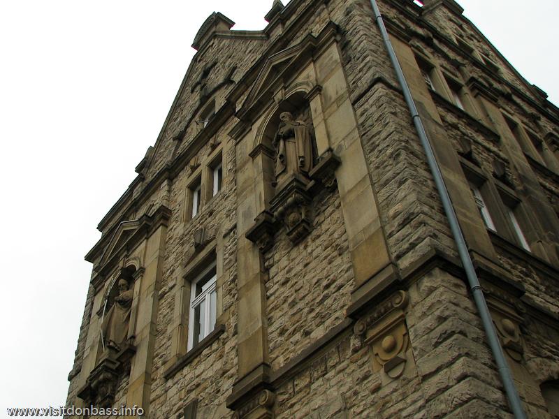 Декор в экстерьере одной из церквей Люксембург-сити