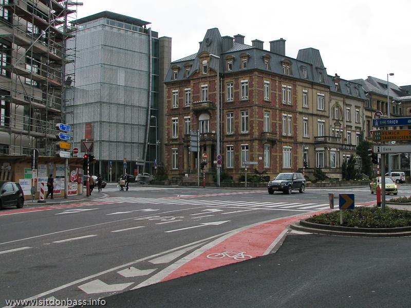 Полоса для велосипедов на автомобильной дороге в Люксембург-сити