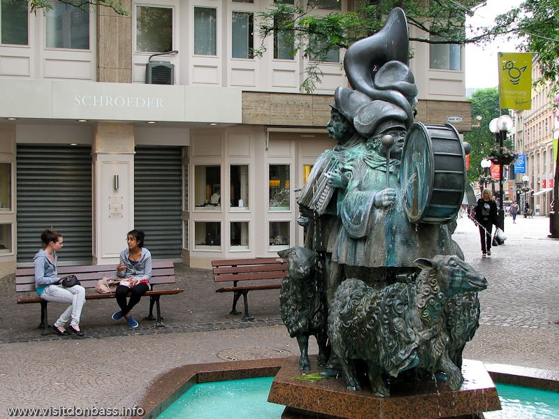 Скульптура музыкантов в Люксембург-сити