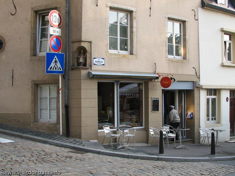 Маленькое кафе-булочная в нижнем городе Люксембург-сити