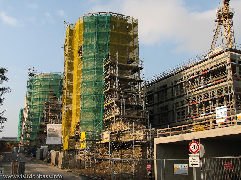 Фортификационные сооружения в старом городе Люксембург-сити, около которых ведется масштабное строительство