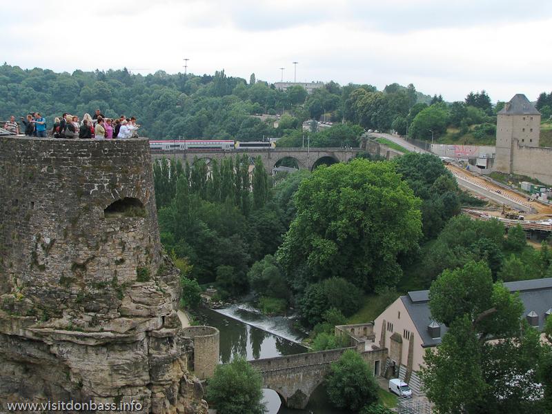 Мост Biisser Br?ck или Виадук Polvermillen над речкой Альзетт и мост Stierchen (маленький) в Люксембург-сити