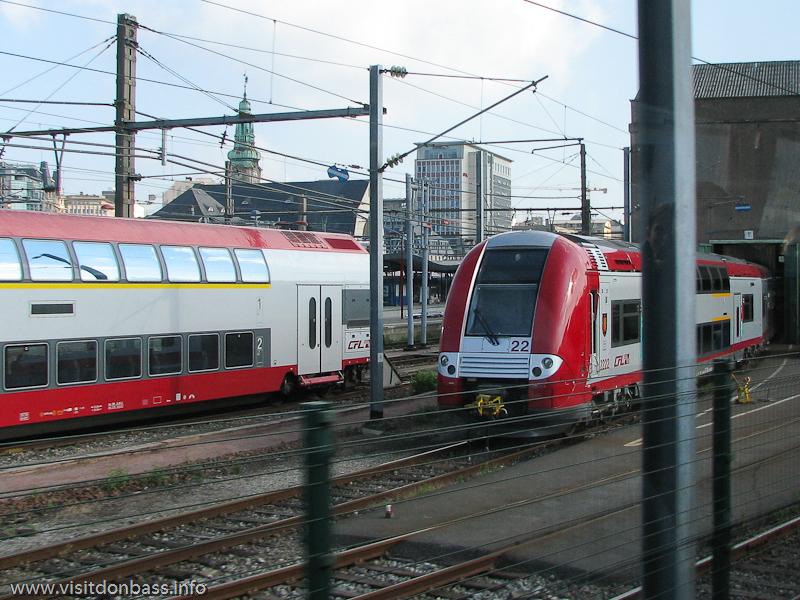 Скоростной поезд на ж/д вокзале Люксембург-сити