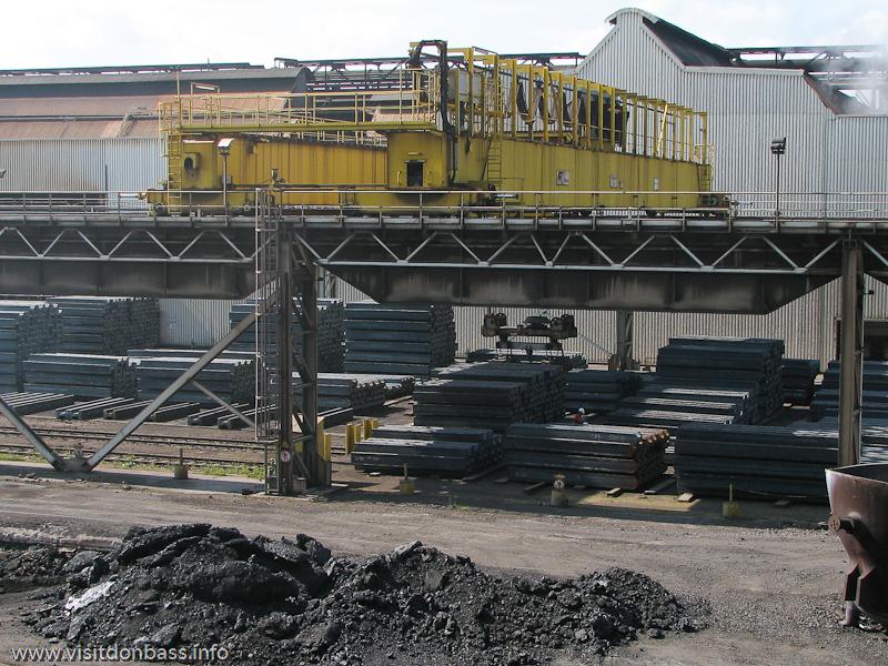 Склад готовой стальной продукции. Металлургический завод ArcelorMittal Esch-Belval в Люксембурге