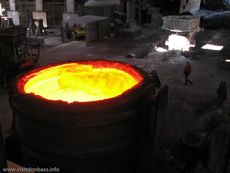 Ковши для стали на металлургическом заводе ArcelorMittal Esch-Belval в Люксембурге