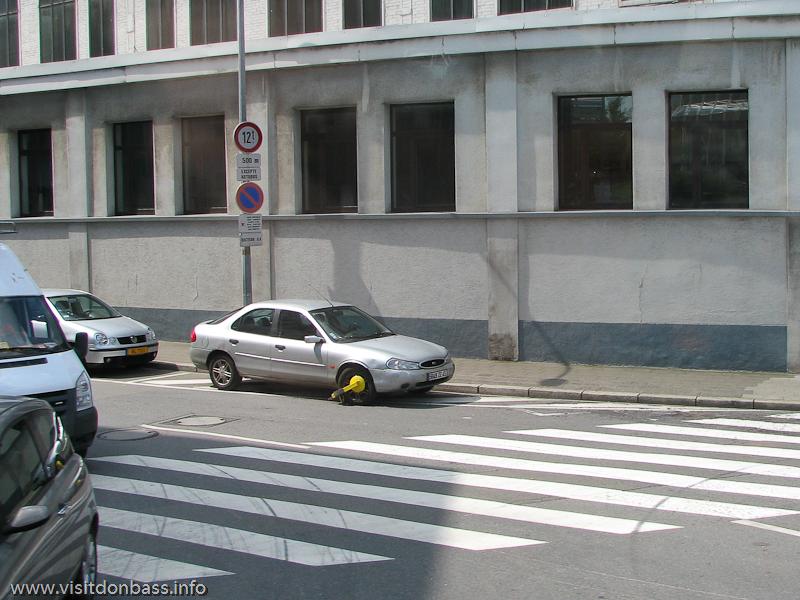 Блокиратор на колесе автомобиля в Люксембург-сити