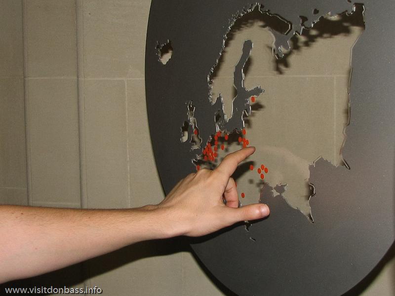 Карта мира с активами ArcelorMittal в шато ARBED в Люксембурге