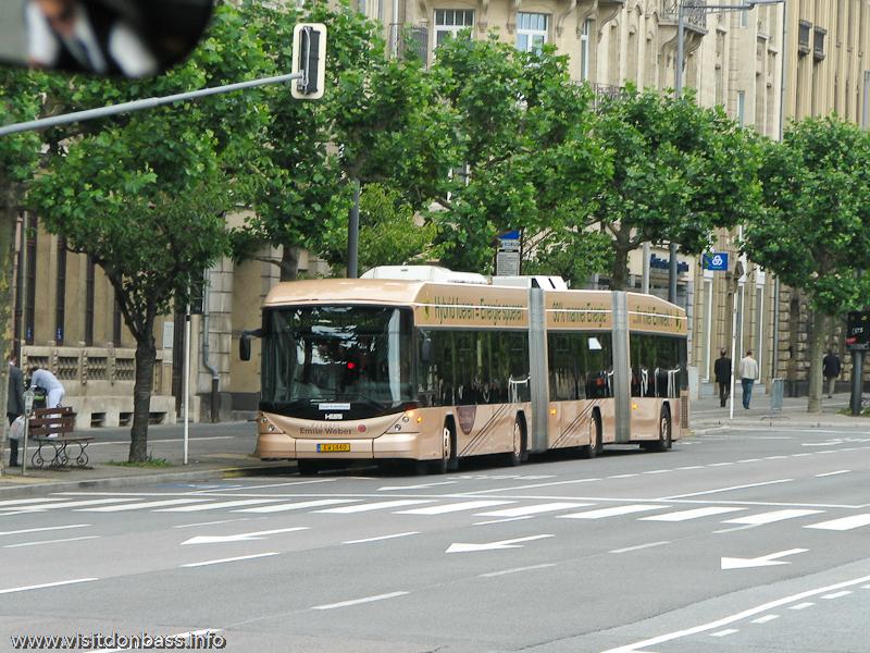 Трехсекционный городской автобус в Люксембург-сити