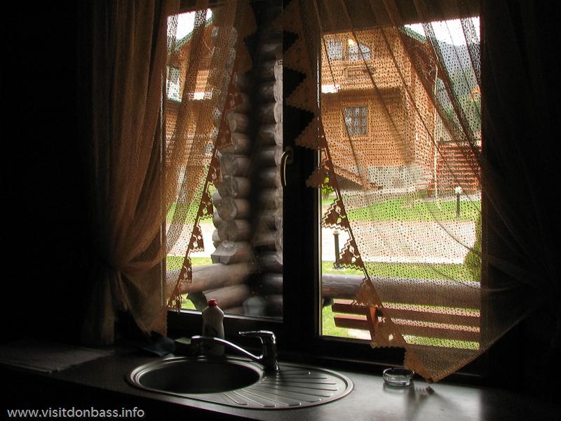 Гостиничный комплекс Мигово. Кухня вид из окна