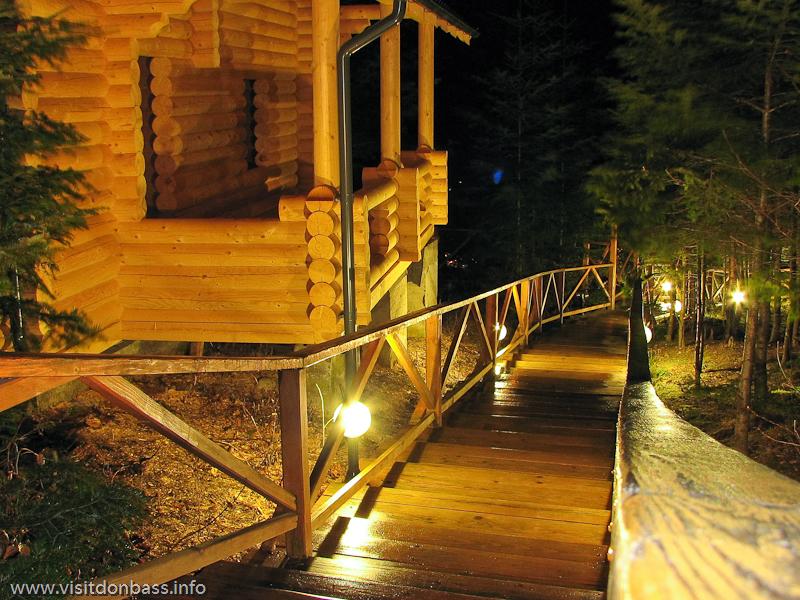 Гостиничный комплекс Мигово. Деревянные настилы, переходы, лестницы