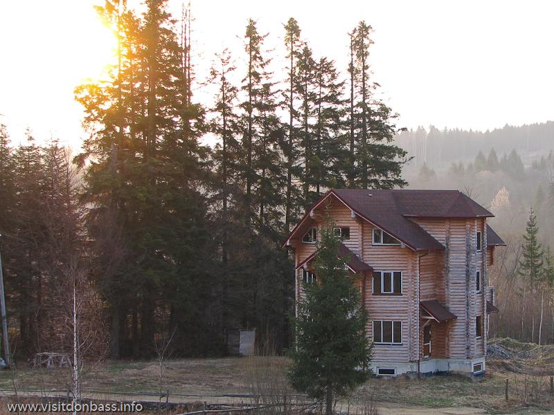 Гостиничный комплекс Мигово. Многоэтажные корпуса и одиночные коттеджи
