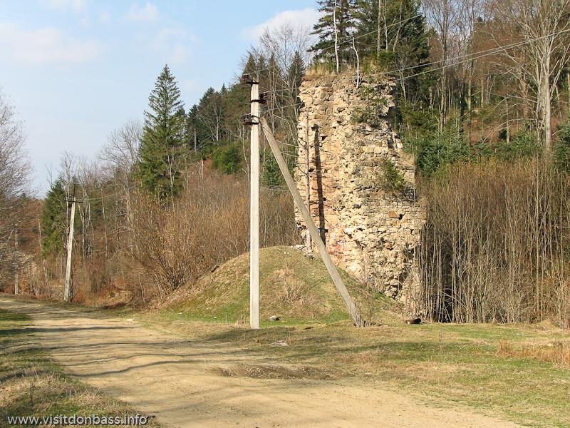Доменная печь гамарня 19 века в Карпатах Вижницкий район