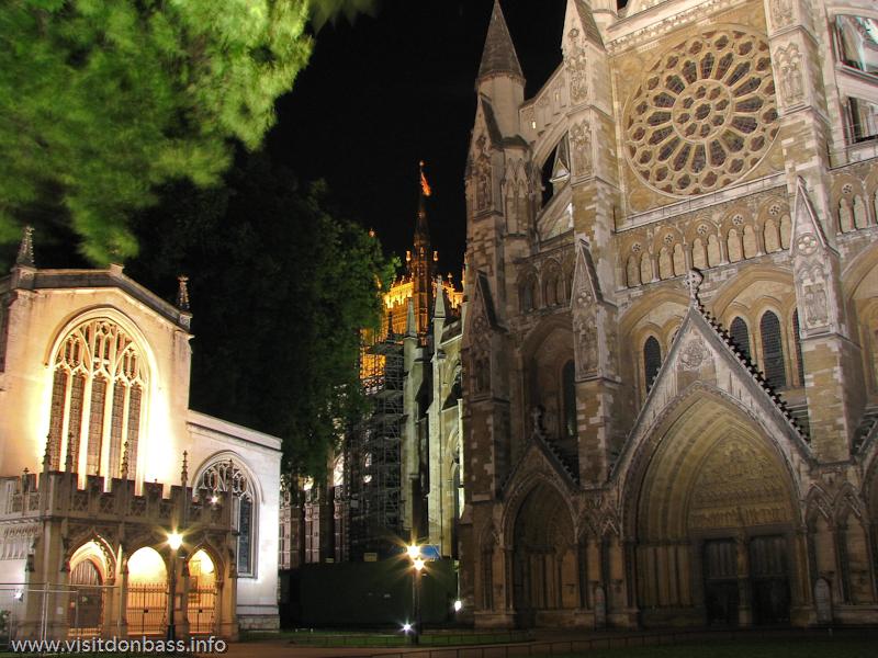 Вестминстерское аббатство в Лондоне ночью