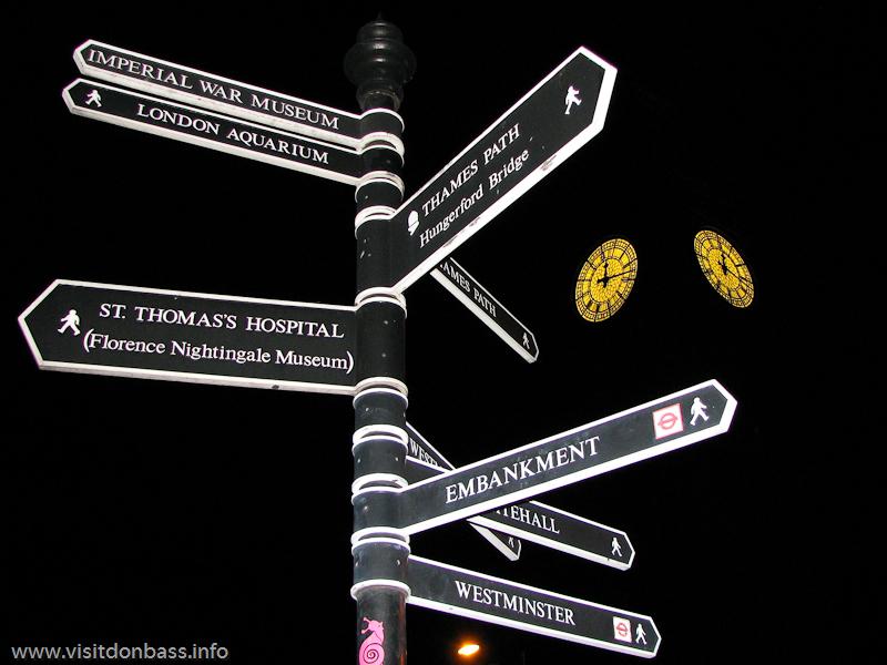 Ночью подсветку Биг Бена в Лондоне отключают. Светится только циферблат часов