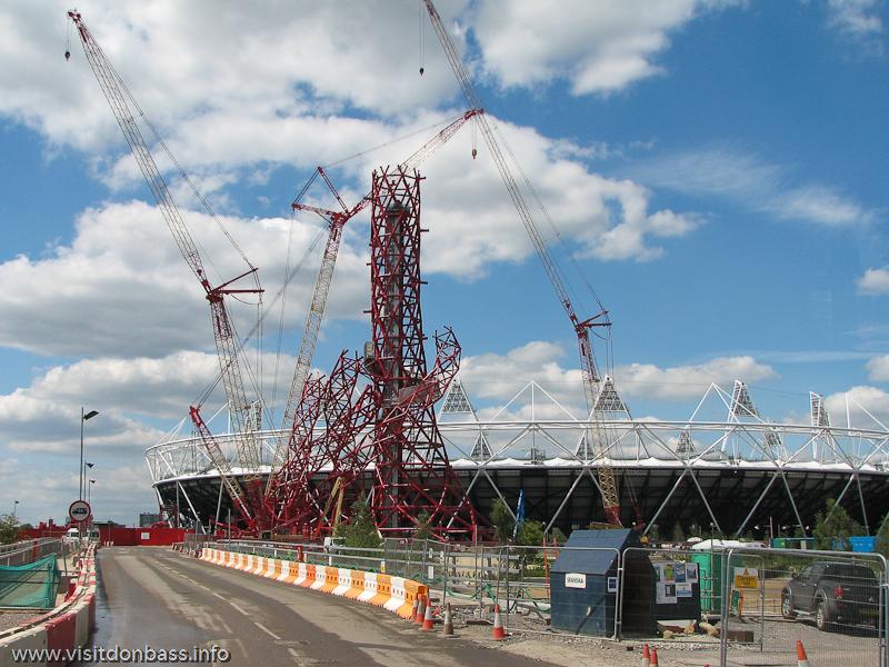 Сейчас ArcelorMittal Orbit уже достроен и, возможно, станет таким же символом Лондона, как Биг Бен или Тауэрский мост