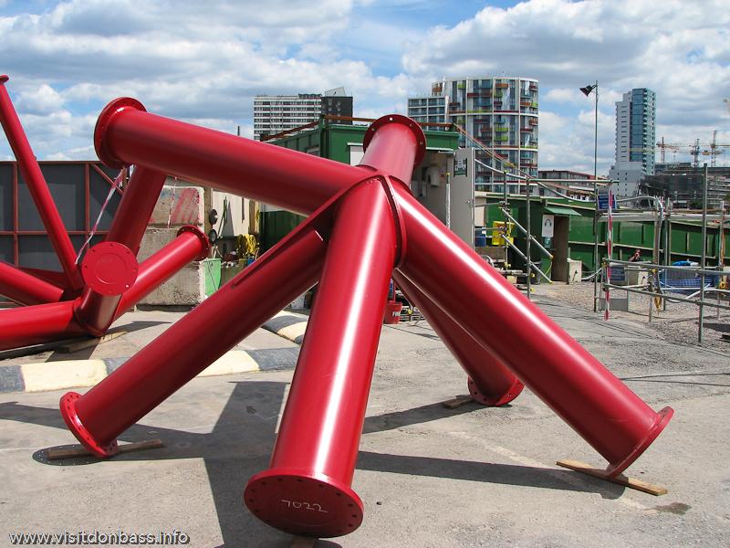 Из подобных частей собрана башня ArcelorMittal Orbit - самый высокий объект Олимпийского парка в Лондоне