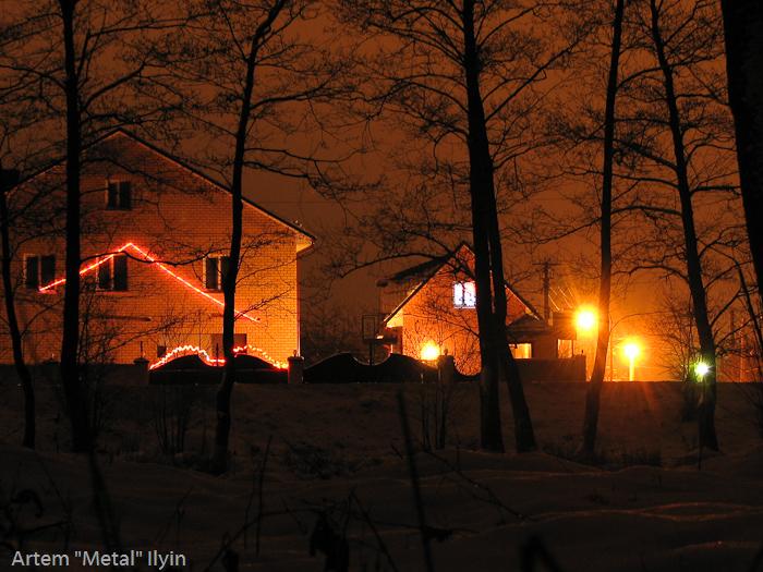 Зимой на Волынни дома украшают гирляндами