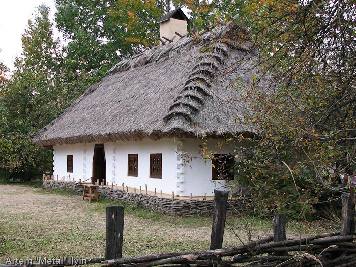 Комплекс Мамаева слобода в Киеве Деревянная садыба гончара