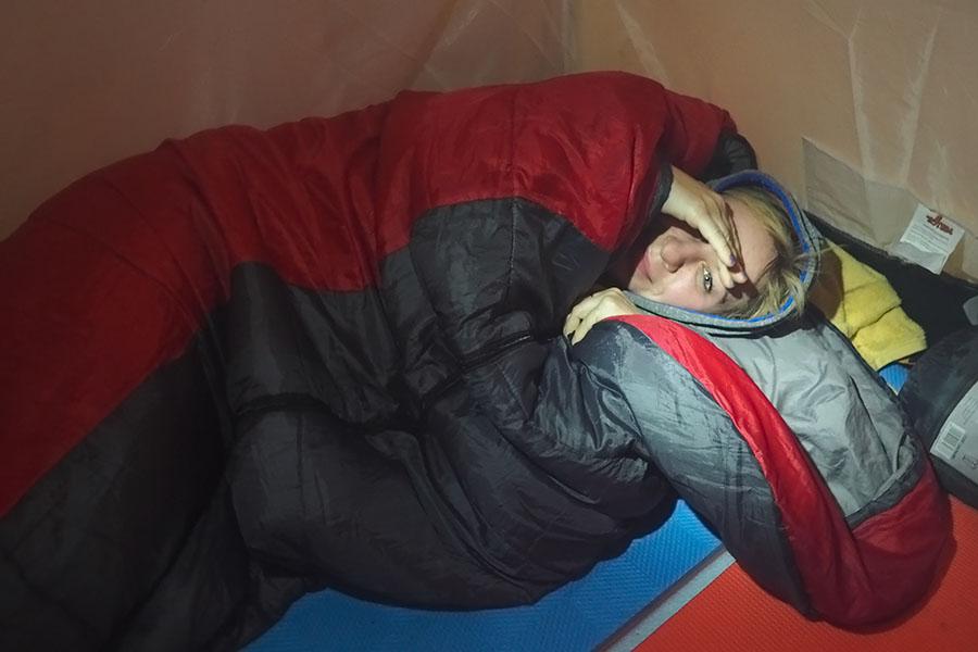 Секс на природе в палатке ночью