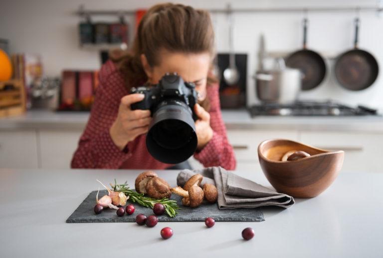 Фуд фотограф за работой