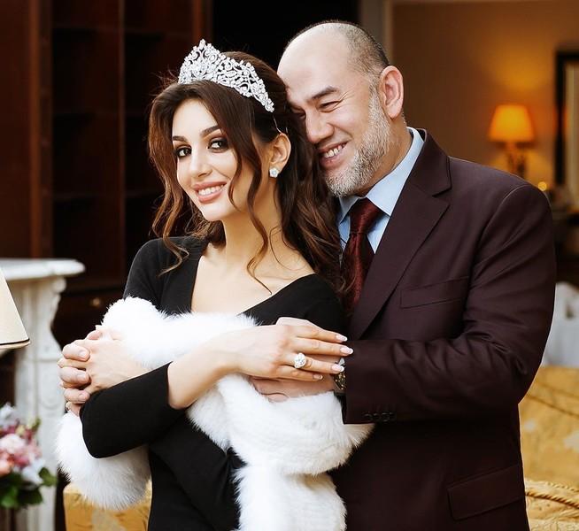Султан Мухаммад V развелся с обладательницей титула «Мисс Москва»