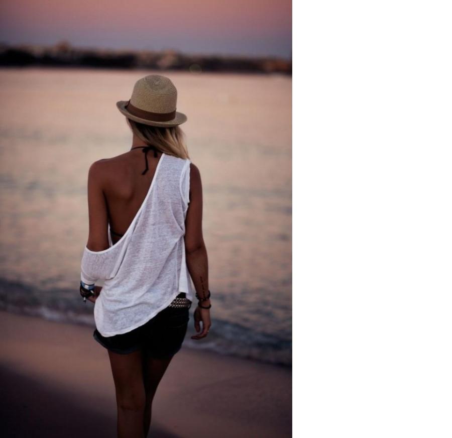 Фото девушки со спины в одежде 14 фотография