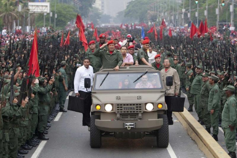Празднование восьмой годовщины возвращения Чавеса к власти после непродолжительного военного переворота, Каракас, Венесуэла, 13 апреля 2010 года