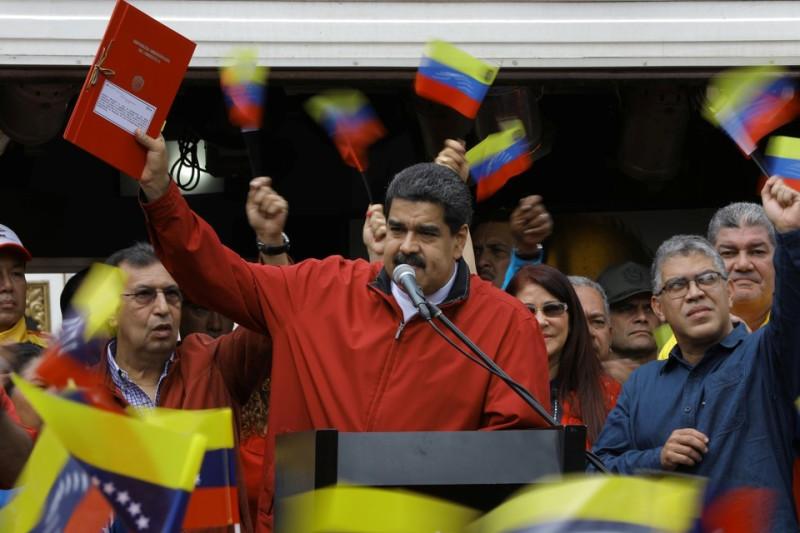 Николас Мадуро празднует победу своих сторонников на выборах в учредительное собрание
