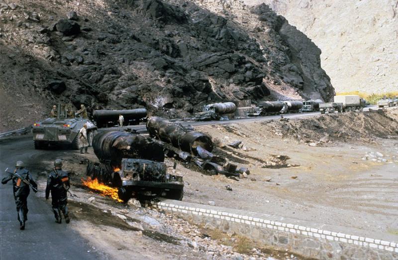 Сожженная колонна бензовозов ОКСВА. Дорога жизни», 1985. Афганистан. Больше фото https://vk.com/albums-22767637