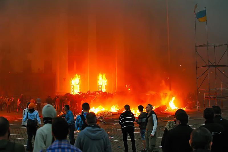 горящий дом профсоюзов в Одессе, 2 мая 2014 года