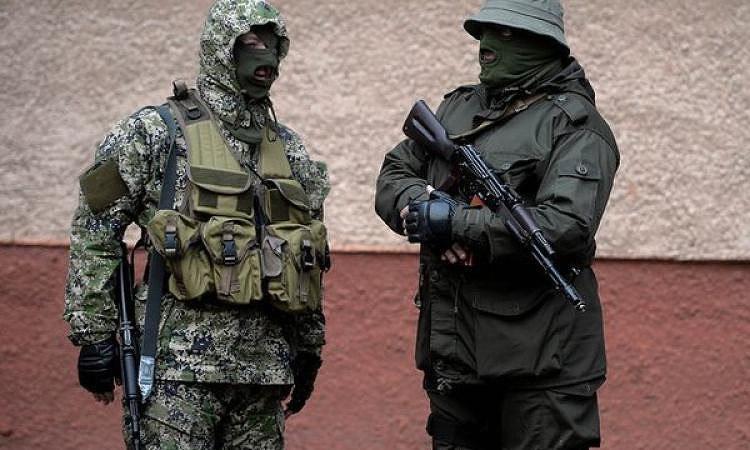 Игорь Стрелков на фото слева