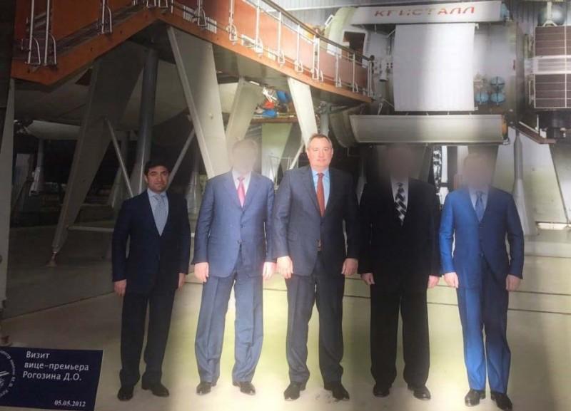 Визит Рогозина на ФГУП ГКНПЦ имени М. В. Хруничева, крайний слева Год Нисанов