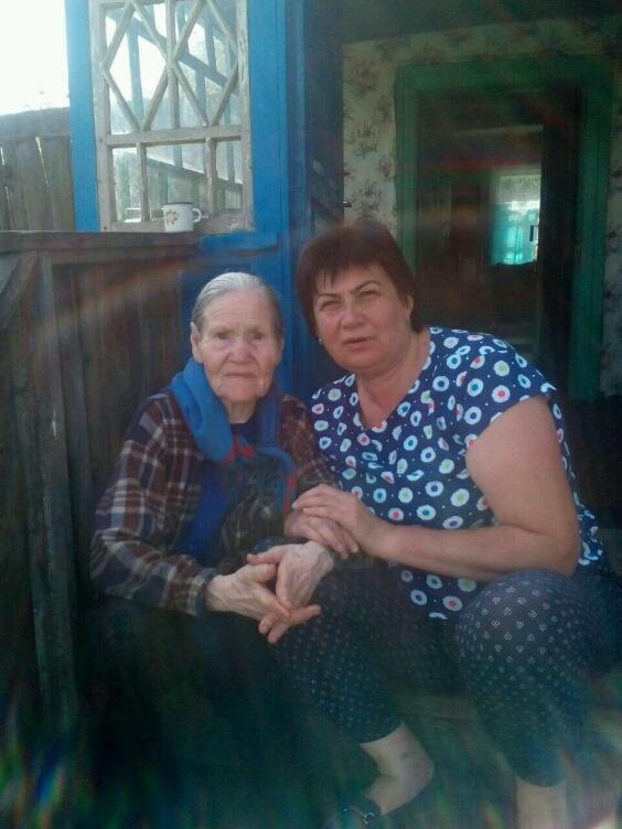 Старушка села писать фото 244-0